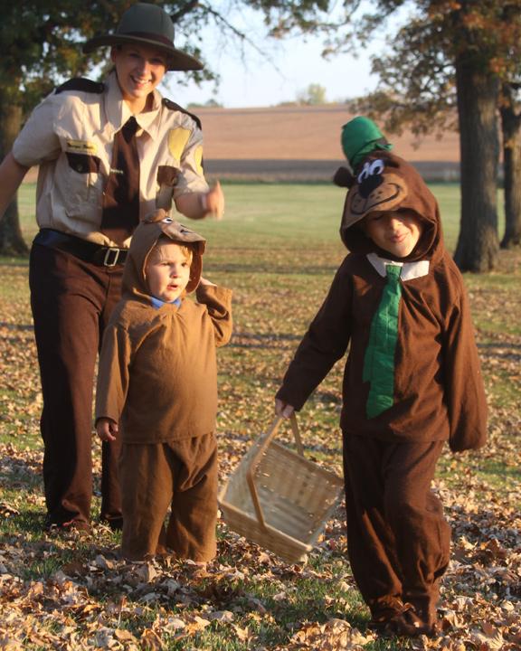 The Ranger Smith costume ... & Jellystone Family Halloween u2013 Yogi Boo Boo Cindy Bear And Ranger ...