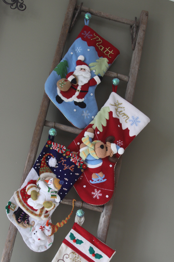 How To Hang Christmas Stockings Without A Mantle Dv12 Roccommunity