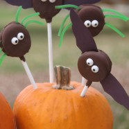 Halloween Party Treats – Chocolate Covered Oreo Bat and Spider Pops